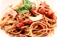 Recipe for amatriciana pasta Spaghetti All Amatriciana, Pasta Amatriciana, Italian Style, Pasta Recipes, Food And Drink, Pizza, Cooking, Ethnic Recipes, Pork