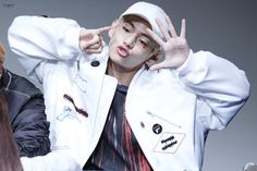 Fansign Bts, Bts Wings, Handsome Faces, Bts Photo, Bts Members, Daegu, Bts Taehyung, Raincoat, Twitter