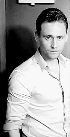Tom Hiddleston b&w