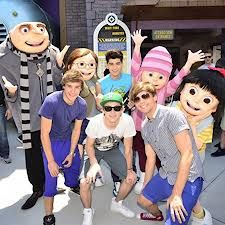 The boys of One Direction were spotted enjoying some rides at Universal Orlando Resort - we hear they were checking out the new Despicable Me Minion Mayhem attraction! ( where is harry in this pic! One Direction Fotos, One Direction Pictures, Universal Orlando, Universal Studios, My Minion, Minions, Boys Who, My Boys, 3 D