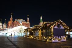 В этом году Москву украсили на славу, повсюду много красивых и ярких новогодних инсталляций. И так начнём прогулку по городу с Новопушкинского сквера: Тверской…