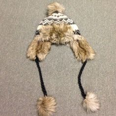 NWT American Eagle fur Pompom hat NWT American Eagle Fur Pompom Hat. Brand new, with tags, super cute. One size SOFT not itchy!! Matching scarf available too! American Eagle Outfitters Accessories Hats