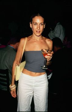 SJP's Real-Life Looks Are Better Than Her Sex and the City Outfits Sarah Jessica Parker may be known for her role as Carrie Bradshaw, but her real-life outfits are even better. Click in to see our favorite SJP looks. Carrie Bradshaw Outfits, Carrie Bradshaw Estilo, Sarah Jessica Parker, Look Fashion, 90s Fashion, Fashion Outfits, Fashion Tips, City Fashion, Fashion Quotes