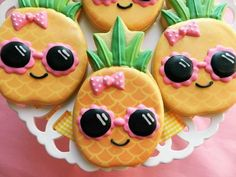 This pineapple clipart purchased from makes the perfect cookie design. Watch the video and learn how using a kopykake with the clipart creates one 'cool pineapple' cookie! Kawaii Pineapple, Pineapple Cupcakes, Cute Pineapple, No Flour Cookies, Cut Out Cookies, Fun Cookies, Decorated Cookies, Cookie Gifts, Cookie Desserts