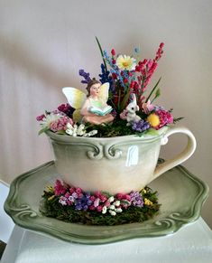 Mini Fairy Garden, Fairy Garden Houses, Cup And Saucer Crafts, Floating Tea Cup, Tea Cup Art, Teacup Crafts, Miniature Fairy Gardens, Garden Crafts, Flower Pots