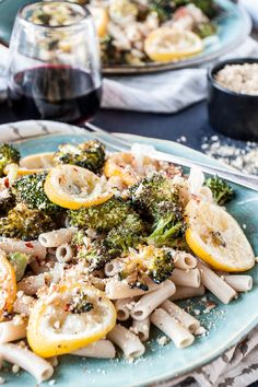 Roasted Broccoli & Lemon Pasta - Roasted lemon slices add a burst of bright flavor to this vegan pasta dish. Pasta Recipes, Dinner Recipes, Cooking Recipes, Trattoria Italiana, Broccoli Lemon, Broccoli Pasta, Lemon Pasta, Vegetarian Recipes, Healthy Recipes