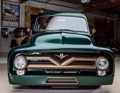 1948 Ford Truck, Old Ford Trucks, Car Ford, Vintage Pickup Trucks, Classic Pickup Trucks, Kombi Pick Up, Jet Packs, Custom Muscle Cars, Ford Excursion
