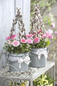 Cool Easter DIY decoration ideas for garden - - Cool Easter DIY decoration ideas for garden We have brought lots of beautiful ideas for you to create an Easter decoration for the garden. Great tips that will surely inspire you. In fact, creating…. Picture Frame Projects, Diy Osterschmuck, Estilo Shabby Chic, Shabby Chic Living Room, Rustic Wedding Centerpieces, Wedding Decor, Diy Easter Decorations, Easter Wreaths, Diy Wreath
