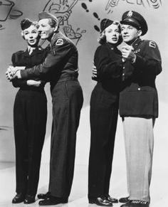 Still of Bing Crosby, Danny Kaye, Rosemary Clooney and Vera-Ellen in White Christmas (1954)