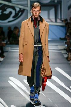 Prada - Look 31 Cappotto in nuance cammello
