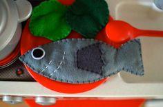 Felt play food: a fish! || Um peixe de feltro para brincar