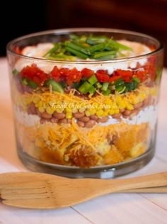 Cornbread Layered Salad in a Trifle Dish Great Recipes, Dinner Recipes, Favorite Recipes, Side Recipes, Pork Recipes, Delicious Recipes, Easy Recipes, Dinner Ideas, Soup And Salad