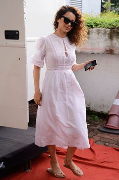 Your weekly dose of celebrity style inspiration. Stylish Summer Outfits, Stylish Dresses For Girls, Frocks For Girls, Casual Dress Outfits, Western Dresses For Women, Frock For Women, Frock Fashion, Fashion Dresses, Casual Frocks
