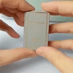 Pretty cool mini pop up book that turns into a miniature house! Origami Design, Instruções Origami, Paper Crafts Origami, Origami Templates, Box Templates, Pop Up Art, Arte Pop Up, Book Instagram, Paper Pop