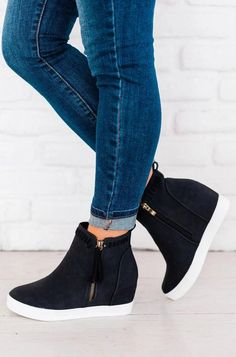 Sizing: Fits True to Size Material: Faux Leather Wedge Heel Zipper Closure Imported. Style Converse, Converse Outfits, Trendy Shoes, Cute Shoes, Stylish Shoes For Women, Sneakers Fashion, Fashion Shoes, Girl Fashion, Black Wedge Sneakers
