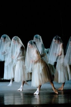 Corps de Ballet of the Royal Ballet in Giselle Ballet Real, The Royal Ballet, Ballet Dancers, Ballerinas, Ballet Art, City Ballet, Foto Picture, My Sun And Stars, Ballet Photography