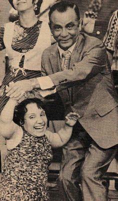 """El show de las 12 (Los alegres tres)por el canal 2. En los 70's. Los tres del elenco eran Silvia,Chapuseaux y Damirón. Y la pequeña Grace. Terminaban con la canción: """"Este programa se acabo se acabo se acabo, pero mañana volveremos a la misma hora otravez"""""""