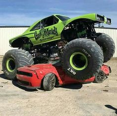1970 Dodge Coronet monster car crushing beast - Gas Monkey