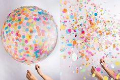 ideia criativa de como fazer um balão com confetes e papeis cortados para o carnaval ou festas infantis.