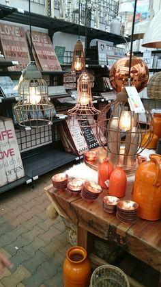Loving these lamps. Tuincentrum Osdorp.