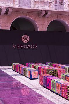 Versace: Men's Fashion Show, Milan Fashion Show Themes, Fashion Runway Show, Fashion Styles, Men's Fashion, Shop Interior Design, Retail Design, Versace Store, Versace Men, Stage Design