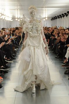 Maison Martin Margiela Spring 2015 Couture Runway repinned by www.pinterest.com/quelleelegance
