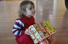 Ein Päckchen der Freude verschenken: Damit auch die Kleinsten ein Geschenk zu Weihnachten bekommen!