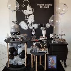 Children's Party and Crafts ( Disneyland Birthday, Mickey Mouse First Birthday, Mickey Party, Mickey Mouse And Friends, Birthday Party Tables, Baby Birthday, Birthday Party Decorations, Mickey Decorations, Mickey Mouse Baby Shower