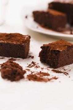 Ibrownies senza uovasono la variante dei tradizionalibrownies americanie sono perfetti per feste di compleanno, merende e colazione.