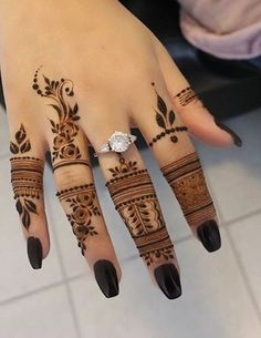 *CREDIT TO CREATOR* I love the intricate and thin designs, definetly a step-up from the classic henna designs Floral Henna Designs, Finger Henna Designs, Modern Mehndi Designs, Mehndi Design Pictures, Mehndi Designs For Beginners, Mehndi Designs For Fingers, Beautiful Henna Designs, Mehndi Designs 2018, Mehndi Designs For Hands