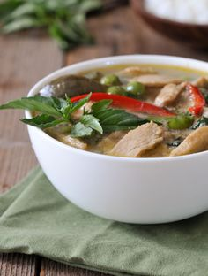 Video of how to make Thai green curry, starting with making your own fresh coconut milk! Thai Curry Recipes, Soup Recipes, Clean Recipes, Chicken Recipes, Chicken Eggplant, Green Curry Chicken, Coconut Milk Curry, Cooking Together, Love Food