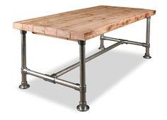 Steigerbuizen onderstel met sloopbalken tafelblad. Sloophouten tafelblad met dik (48,3 mm) steigerbuis onderstel als...