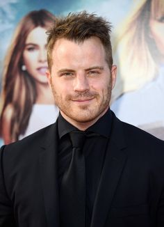 """Robert Kazinsky Photos Photos - Actor Rob Kazinsky attends the premiere ff New Line Cinema and Metro-Goldwyn-Mayer's """"Hot Pursuit"""" at TCL Chinese Theatre on April 30, 2015 in Hollywood, California. - Premiere of 'Hot Pursuit' - Arrivals"""