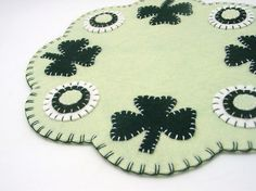 Love love this table mat for St Patrick's DAy