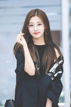Yein Kpop Girl Groups, Korean Girl Groups, Kpop Girls, Yein Lovelyz, Girl Bands, Kpop Outfits, Korean Women, Ulzzang Girl, K Pop