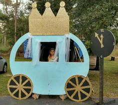 Trunk Or Treat Ideas For Cars Props & stage ideas Cinderella theme for Trunk-or-treat. Fun & super easy to make. Trunk Or Treat Ideas For Cars Props & stage ideas Cinderella theme for Trunk-or-treat. Fun & super easy to make. Halloween Items, Halloween 2017, Holidays Halloween, Halloween Treats, Halloween Party, Halloween Decorations, Cinderella Theme, Cinderella Birthday, Trunk Or Treat