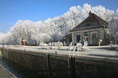 le canal de bourgogne sous la neige