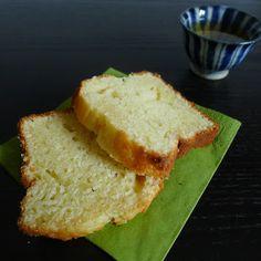 Quoi de plus basique qu'un gâteau au yaourt? Pour beaucoup de gens c'est le gâteau de leur enfance, le premier gâteau qu'ils ont fait quand ils étaient enfants. Pas pour moi: ma mère n'a jamais f…