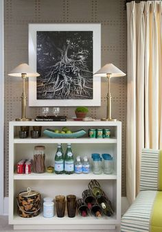 Talk about the perfect serving spot for a party! Love this mini bar :-)