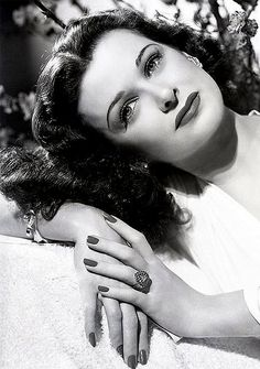 Joan Bennett pictures and photos Old Hollywood Glamour, Golden Age Of Hollywood, Vintage Glamour, Vintage Hollywood, Hollywood Stars, Vintage Beauty, Classic Hollywood, Hollywood Icons, Constance Bennett