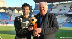 Alex López recibindo o I Premio Manuel de Castro, Hándicap, que o acredita como o mellor xogador do ano 2011