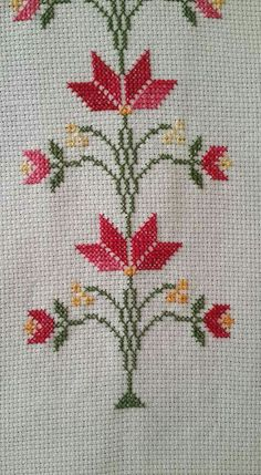Best 10 Easy 10 Beginner sewing projects projects are readily available on our w. Cross Stitch Borders, Cross Stitch Flowers, Cross Stitch Designs, Cross Stitching, Cross Stitch Embroidery, Hand Embroidery, Embroidery Patterns, Cross Stitch Patterns, Crochet Patterns