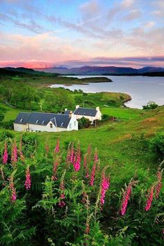 Travel Inspiration for Scotland - Heavenly! The Steadings, Isle of Mull (by Tony Armstrong) Scotland Places To Travel, Places To See, Travel Things, Travel Stuff, Places Around The World, Around The Worlds, Voyager C'est Vivre, Foto Picture, Foto Poster