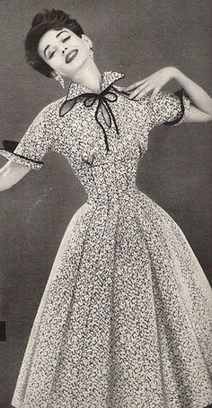 Dorian Leigh in a Lilli Ann Dress, 1954 : Dorian Leigh wearing Lilli Ann, Vintage Fashion 1950s, Fifties Fashion, Vintage Couture, Retro Fashion, Vintage Models, Korean Fashion, Vintage Glamour, Look Vintage, Vintage Beauty