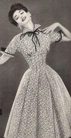 Dorian Leigh in a Lilli Ann Dress, 1954 : Dorian Leigh wearing Lilli Ann, Vintage Fashion 1950s, Fifties Fashion, Look Vintage, Vintage Couture, Vintage Beauty, Retro Fashion, Vintage Models, Vintage Glamour, Korean Fashion