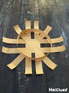 画用紙だけで、自分だけのかごが作れちゃう♪かごを持って、どこへ出かけよう…?色や大きさなど、いろんなアレンジが楽しめる製作遊び。 Diy And Crafts, Paper Crafts, Paper Art, Clock, Wall, How To Make, Home Decor, Paper Envelopes, Basket