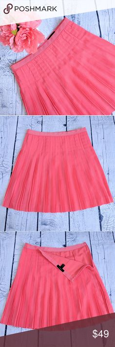 3cc8eb69b J.CREW • stitched down pleated skirt NWOT A true everybody skirt—flattering,