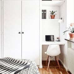 For the Home Corner Spot - The Cloffice AKA The Ultimate Small Space Multitasker - Photos How the Mo Home Office Design, Home Interior Design, House Design, Interior Paint, Closet Bedroom, Home Decor Bedroom, Bedroom Modern, Home Office Bedroom, Bedroom Ideas