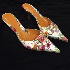 Gucci flora mules Worn once for a few hours, still in near perfect condition. Minimal wear on sole, no other signs of wear. Gucci Shoes Mules & Clogs