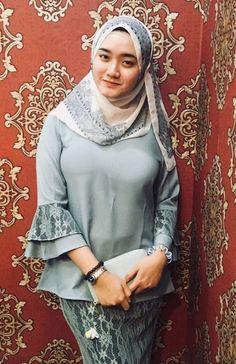 abd halim mohamad's media statistics and analytics Beautiful Arab Women, Beautiful Hijab, Beautiful Asian Girls, Hijabi Girl, Girl Hijab, Hijab Outfit, Modest Fashion Hijab, Hijab Chic, Arab Girls Hijab